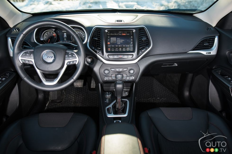 2016 Jeep Cherokee Trailhawk pictures on Auto123.tv