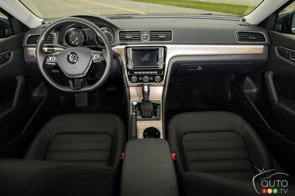 photos de la volkswagen passat comfortline 2016 sur. Black Bedroom Furniture Sets. Home Design Ideas