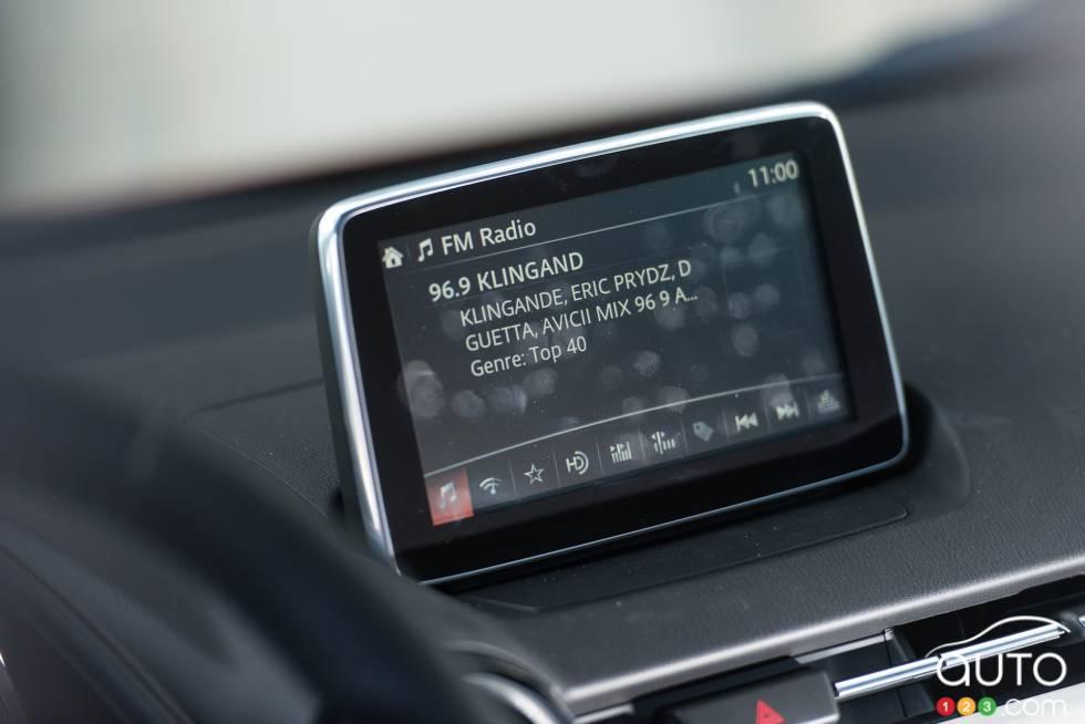 2016 Mazda CX-3 GT infotainement display