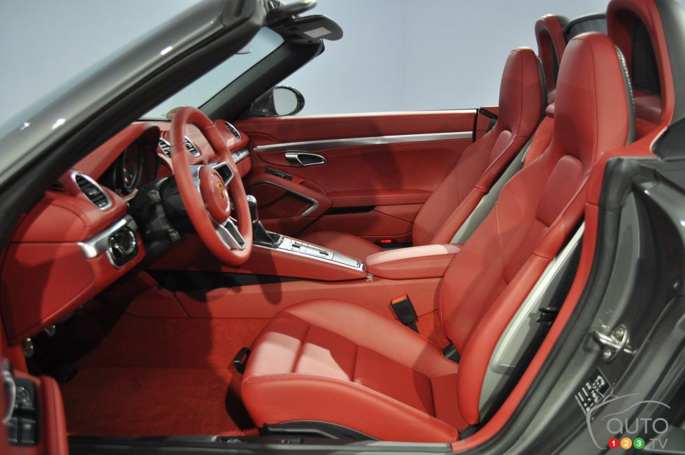 2017 Porsche 718 Boxster S seats