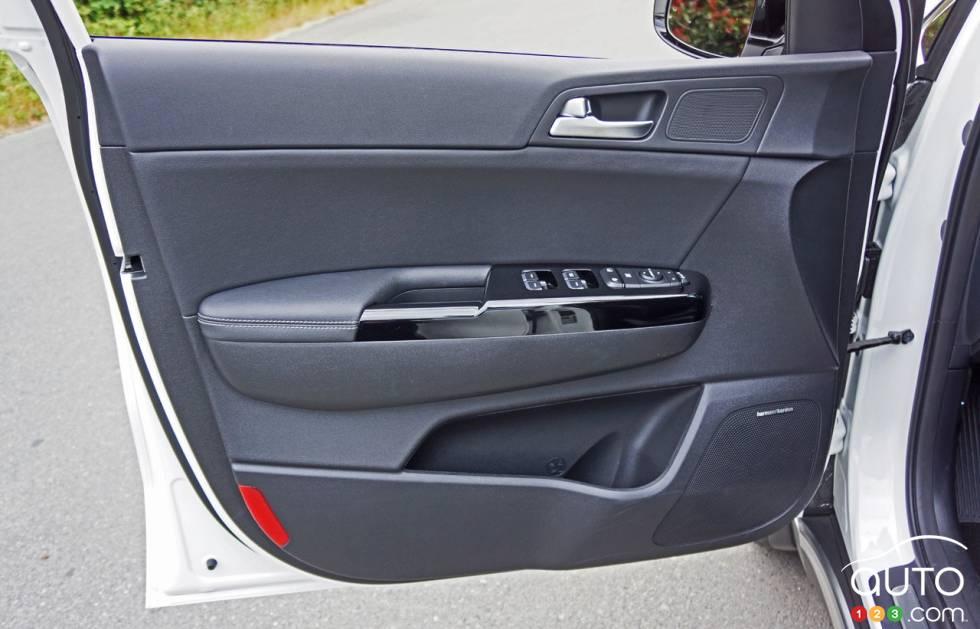 2017 Kia Sportage door panel