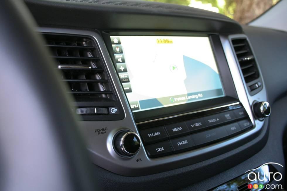 2016 Hyundai Tucson infotainement display