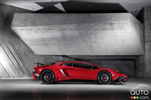 2016 Lamborghini Aventador Superveloce pictures
