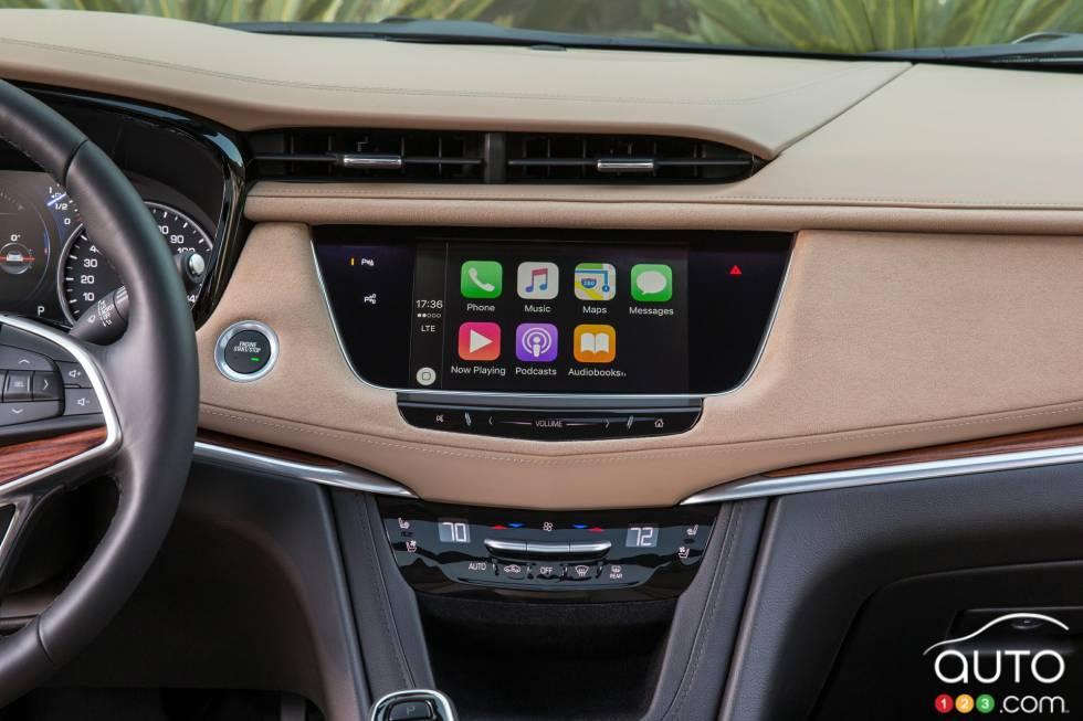 2017 Cadillac XT5 infotainement display