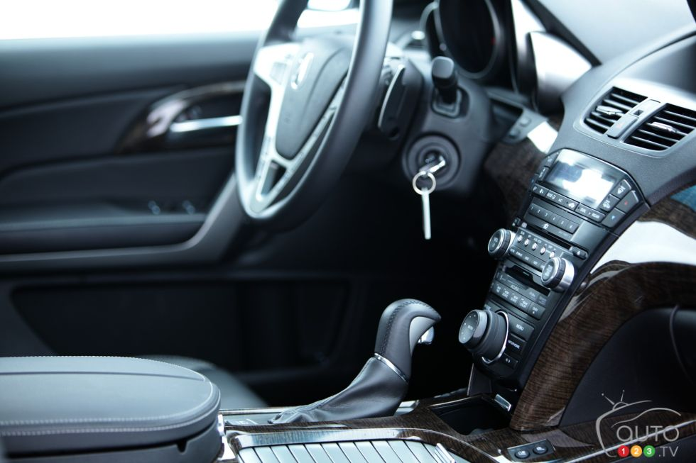 Controls and steering wheel