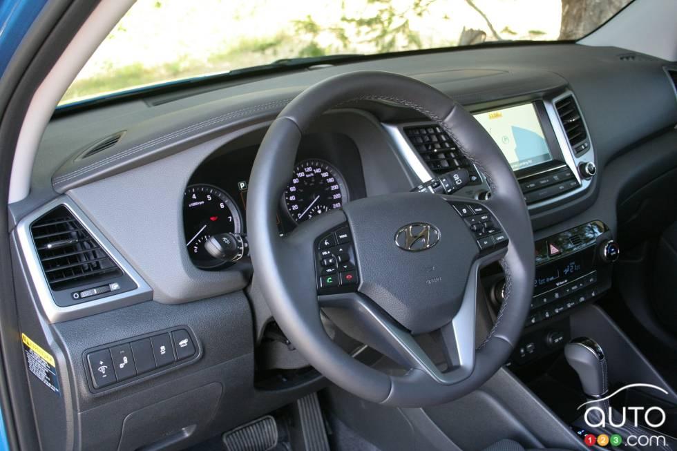 2016 Hyundai Tucson cockpit