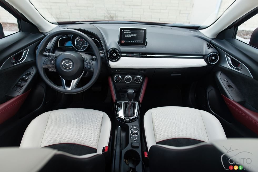 2016 Mazda CX-3 GT front interior compartment