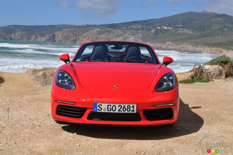 2017 Porsche 718 Boxster S front view