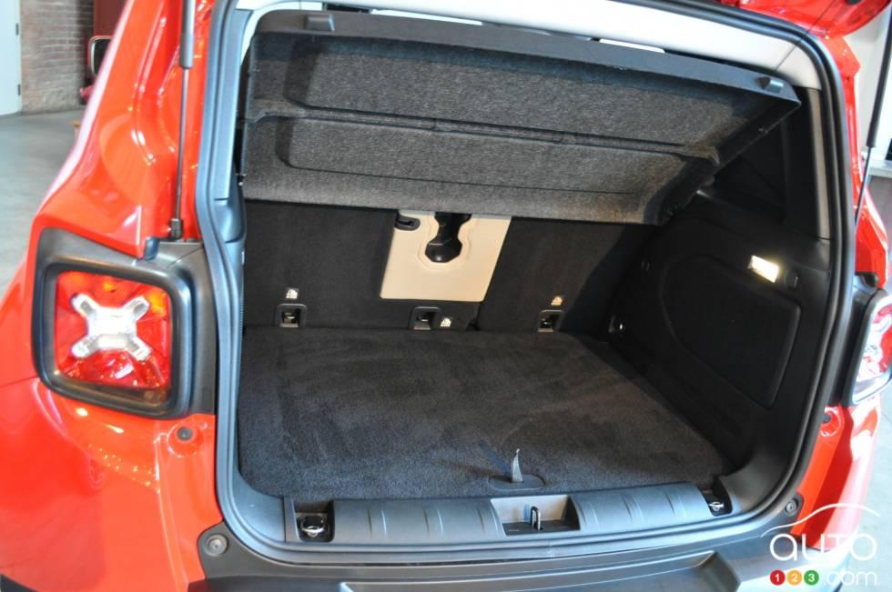 photos du jeep renegade 2015 sur. Black Bedroom Furniture Sets. Home Design Ideas
