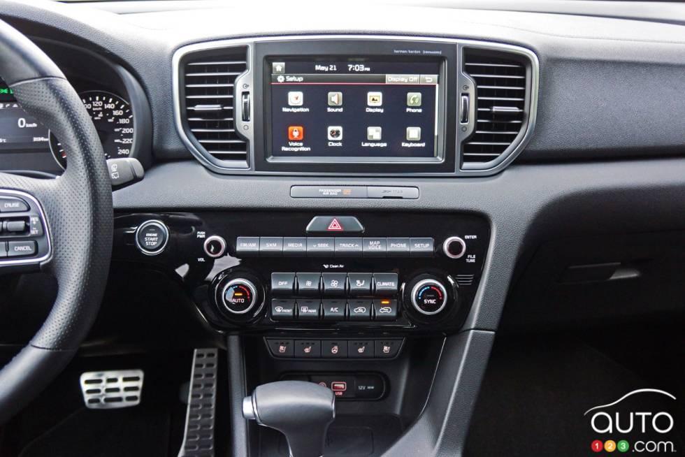 2017 Kia Sportage center console