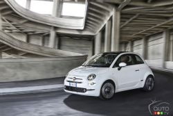 2016 Fiat 500 front 3/4 view