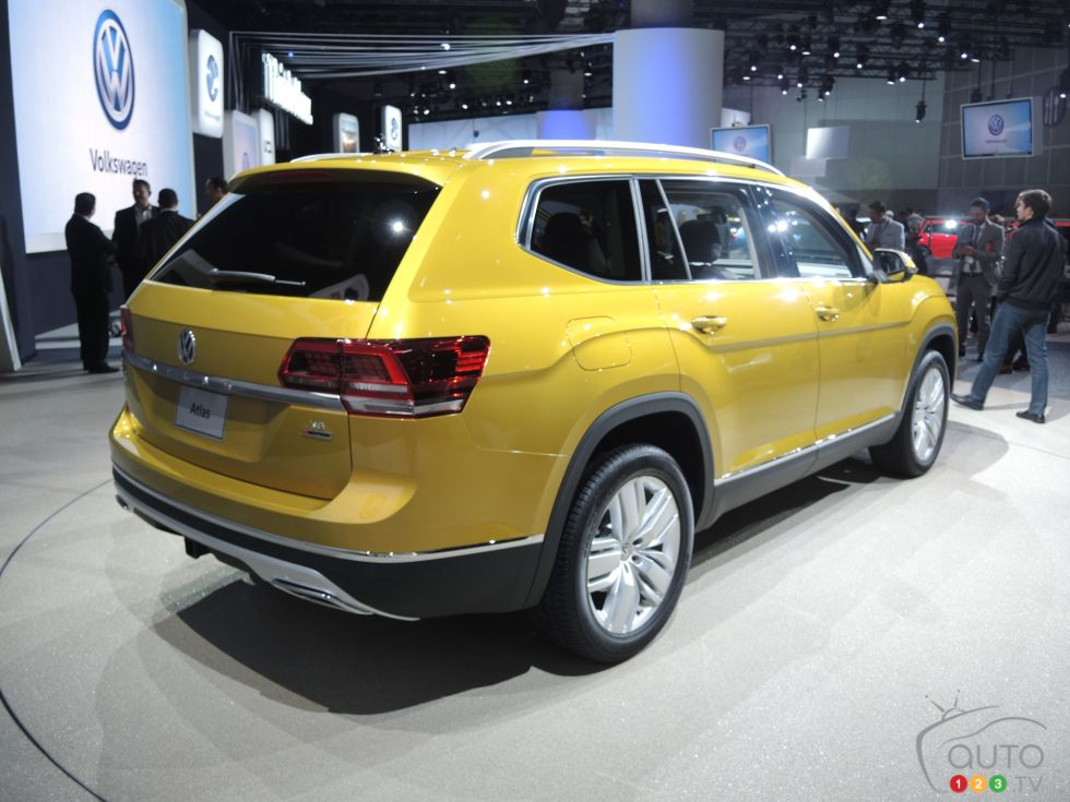 Discover some 2017 models !: 2017 Volkswagen Atlas rear 3/4 view