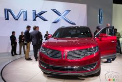 The 2016 Lincoln MKX was unveiled to the members of the media at the 2015 North American International Auto-Show and Auto123.TV was their to capture images of this suv.