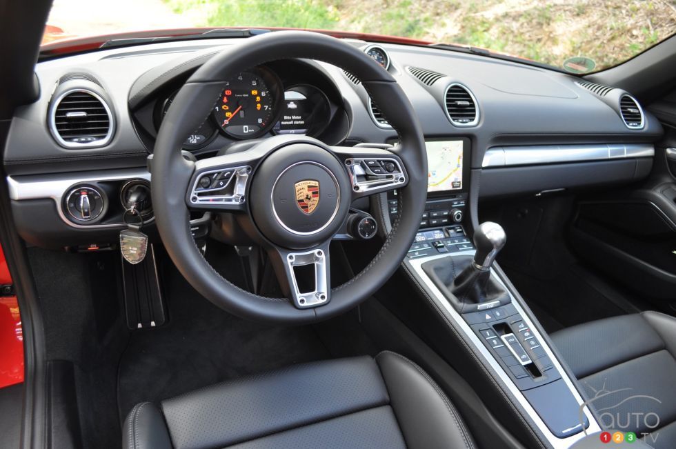 2017 Porsche 718 Boxster S steering