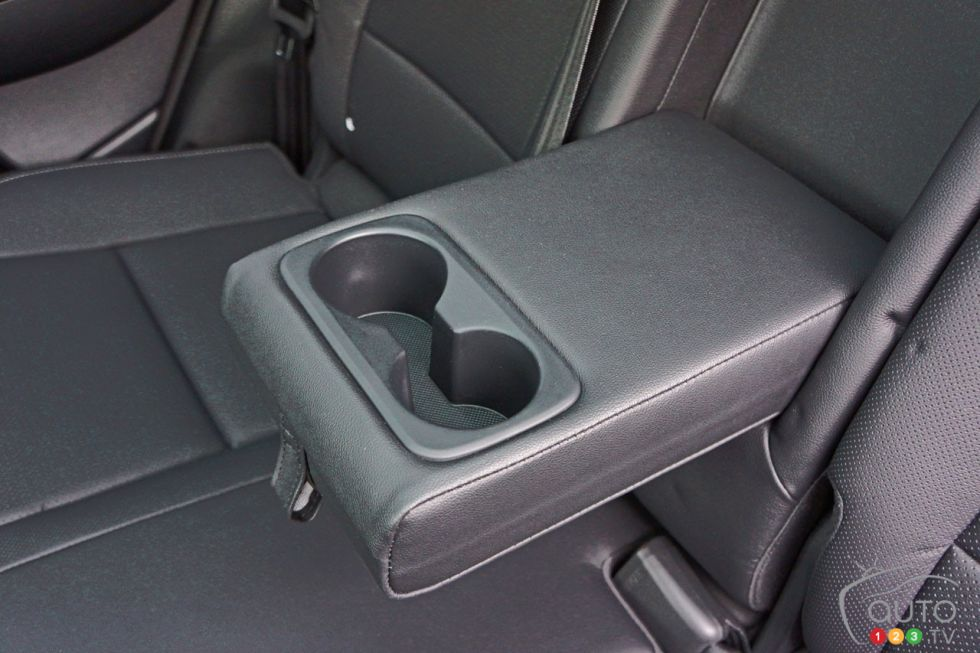 2017 Kia Sportage rear center armrest with cup holders