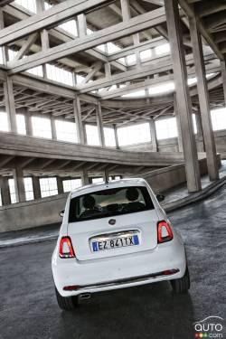 2016 Fiat 500 rear view
