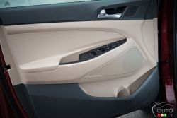 2016 Hyundai Tucson door panel