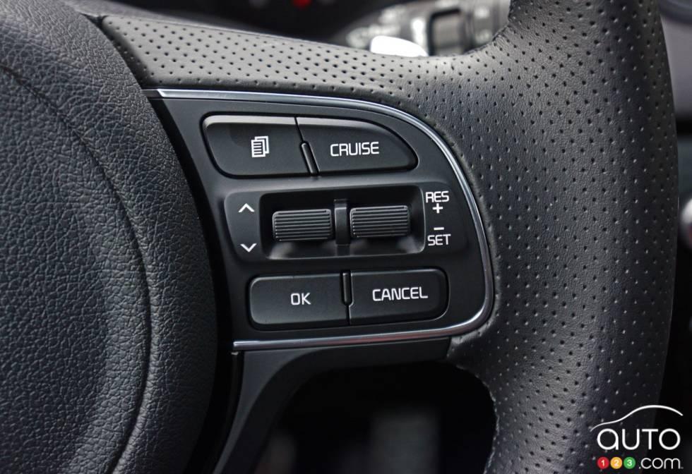 2017 Kia Sportage steering wheel mounted cruise controls