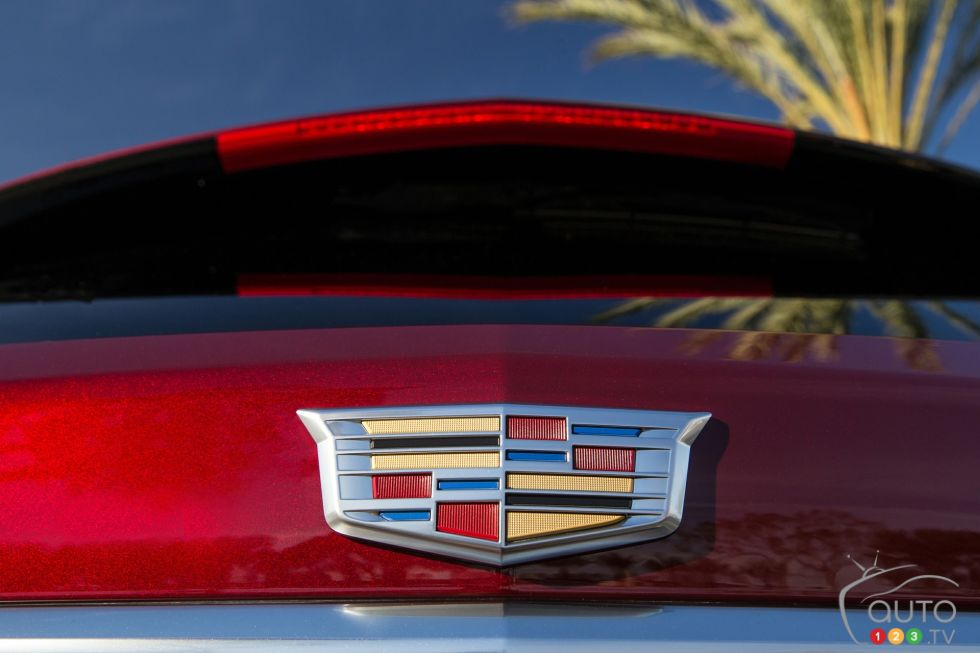 2017 Cadillac XT5 manufacturer badge