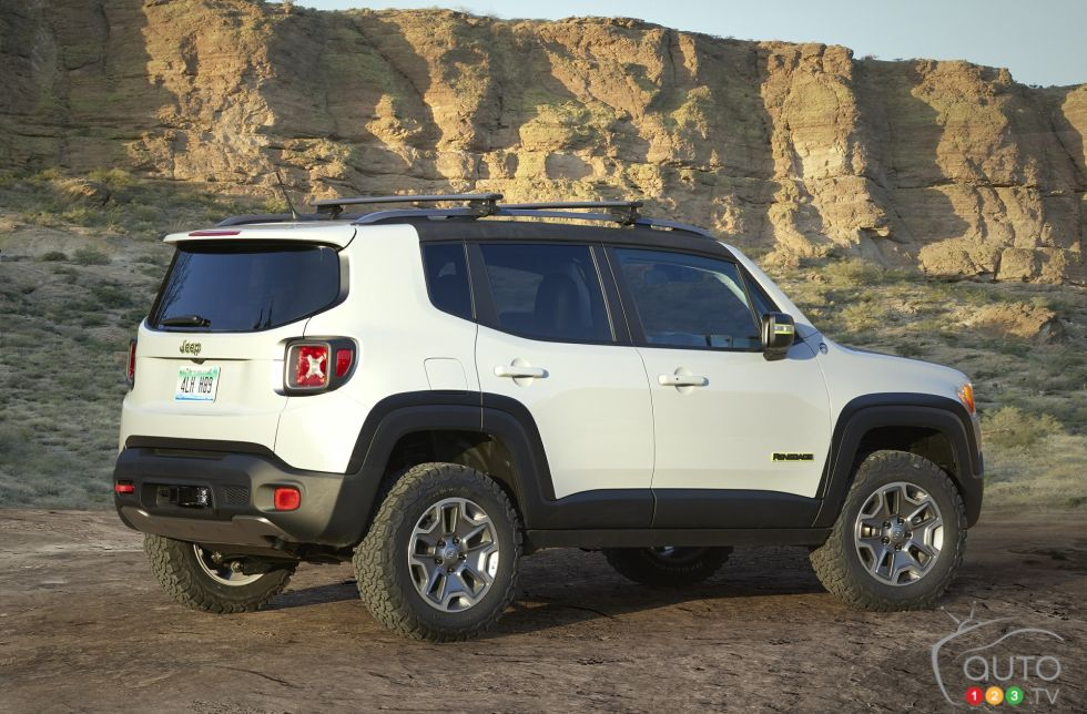 Jeep Renegade Commander Concept rear 3/4 view
