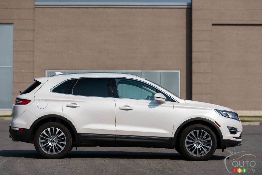 2016 lincoln mkc ecoboost awd review car reviews auto123. Black Bedroom Furniture Sets. Home Design Ideas