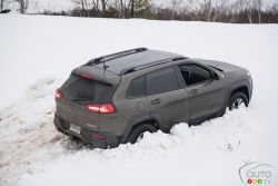 2016 Jeep Cherokee Trailhawk stuck in the snow