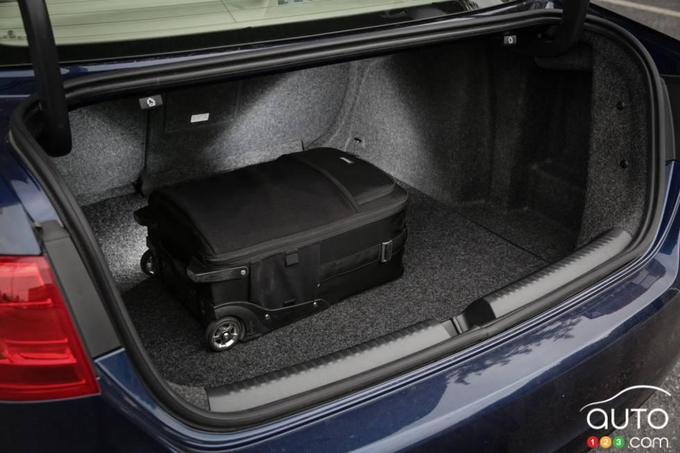 photos de la volkswagen jetta tsi highline 2014 sur. Black Bedroom Furniture Sets. Home Design Ideas