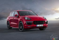 At the Los Angeles Auto Show 2014, Porsche is celebrating the world premiere of the Cayenne GTS. It has a twin-turbo V6 engine delivering 440 hp (324 kW) as well as a PASM chassis with an even sportier setup which lowers the vehicle by 24 mm and further enhances driving dynamics.