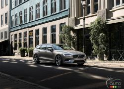 The next-generation 2019 Volvo V60 wagon is here and definitely wants to seduce you.