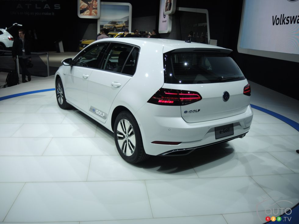 Discover some 2017 models !: 2017 Volkswagen e-Golf rear 3/4 view