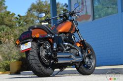 Launched in 2008, the bobber-style Harley-Davidson Fat Bob became an instant hit among fans of dark custom bikes. It now comes back with the latest advancements in styling, engines, and transmissions. The 2014 Harley-Davidson Fat Bob features black-ringed headlights, extra matte black trim pieces instead of chrome, as well as a new slash-cut rear fender with dual round LED taillights in a blacked-out frame. There's also a couple of new colours such as the tester's delicious Amber Whiskey.