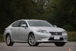 Vanilla luxury - The LED daytime running lights are, perhaps, the most exciting element that the 2013 Lexus ES 350 sports on the outside. Let your gaze run from nose to tail and you might feel the lines are sophisticated and classy. It's comfortably luxurious.