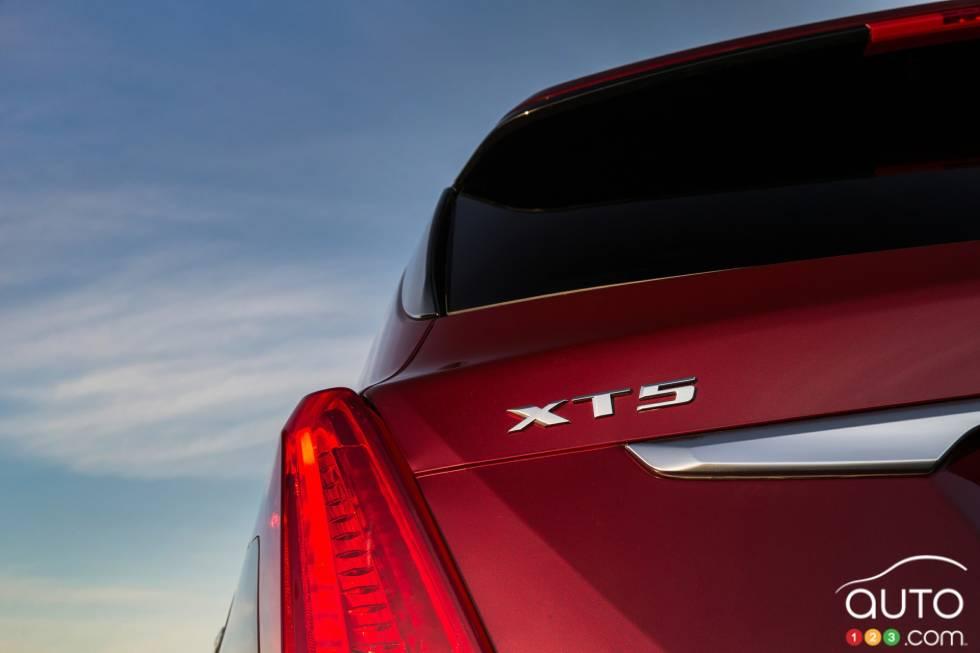 2017 Cadillac XT5 model badge