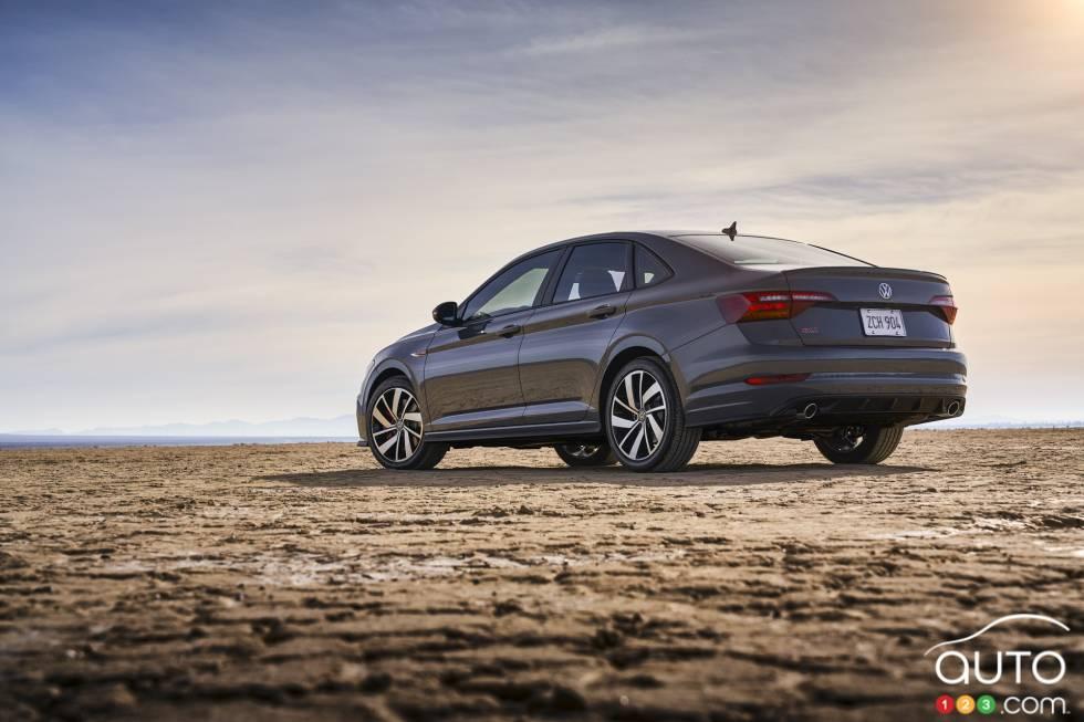 2019 Volkswagen Jetta GLI debuts at the Chicago Auto Show: 3/4 rear view