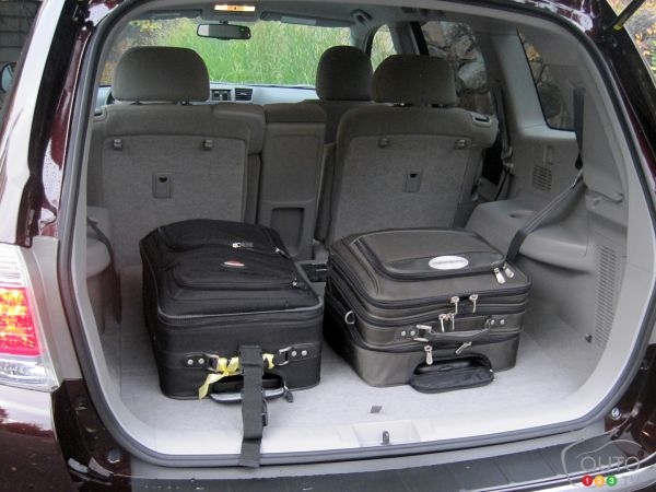 Toyota Highlander Cargo Space >> 2011 Toyota Highlander Hybrid Picture On Auto123 Tv