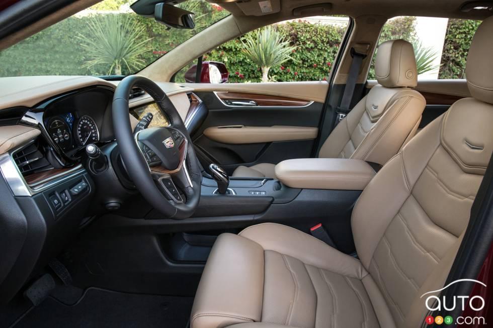 2017 Cadillac XT5 front seats