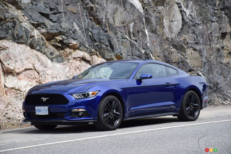 2015 ford mustang ecoboost fastback pictures auto123. Cars Review. Best American Auto & Cars Review