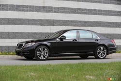 Totally forward. It's an apt description of the 2015 S-Class. A coupé roofline and fall-away feature line below the door handles give the S-Class forward presence, without bulk. While a finely tuned interplay of convexity and concavity endows it with a lean, contemporary muscularity.