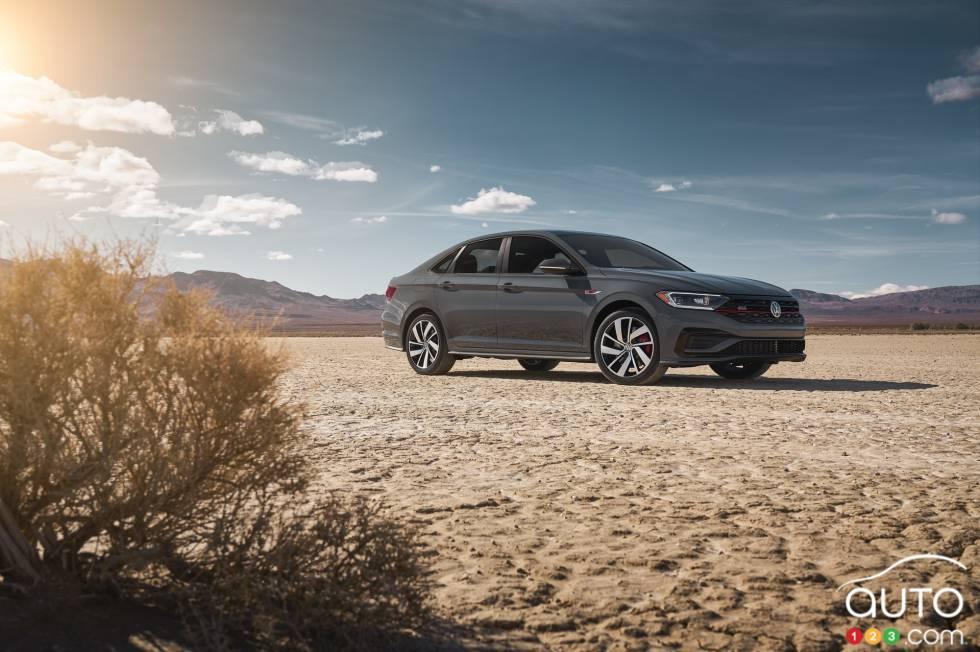 2019 Volkswagen Jetta GLI debuts at the Chicago Auto Show: Side view