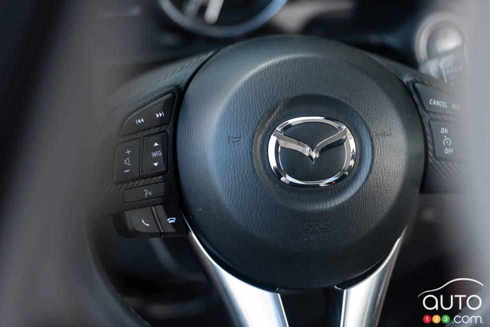 2016 Mazda CX-3 GT steering wheel mounted audio controls