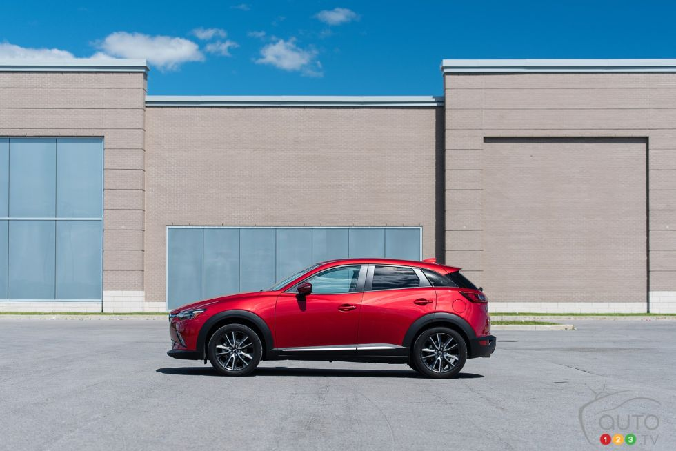 2016 Mazda CX-3 GT side view