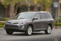 The Highlander returns for 2011 with an outwardly tweaked and massaged appearance. But the biggest change is under hood, where the 3.3L V6 has been replaced with a more fuel-efficient 3.5L V6, and paired with an enhanced electrical motor and generator system.