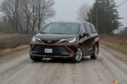 We drive the 2021 Toyota Sienna