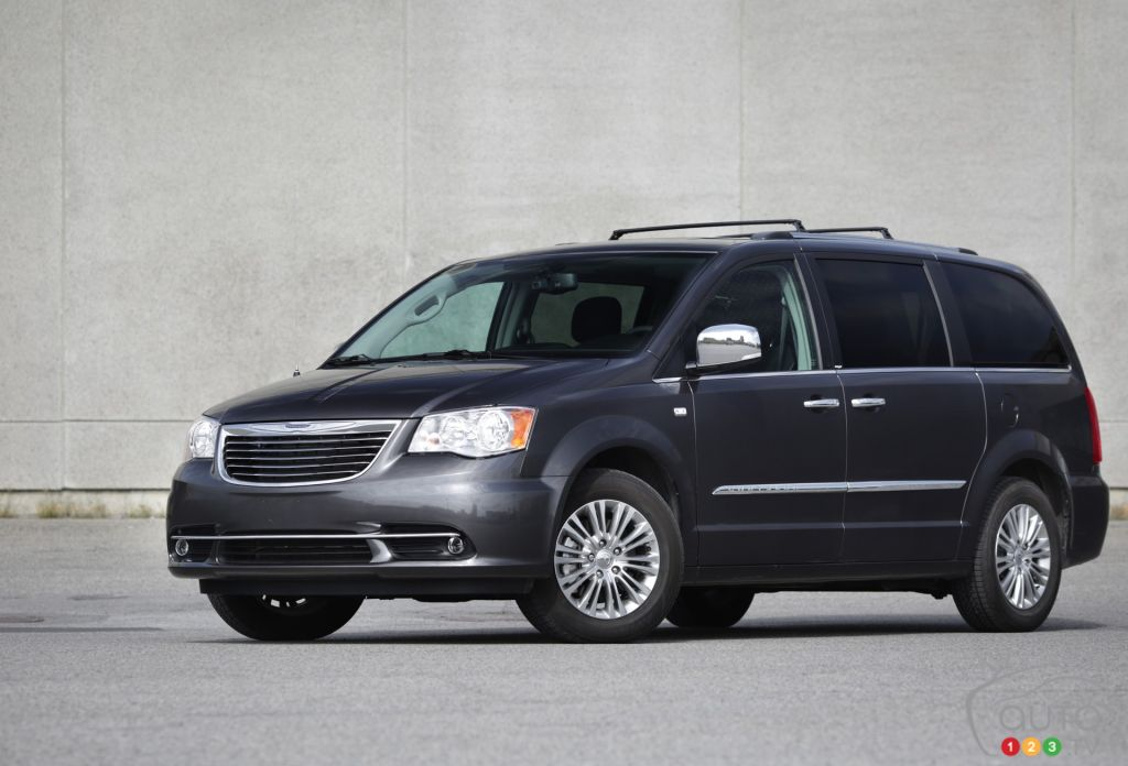 2014 Chrysler Town & Country Limited Review Editor's ...