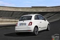 2016 Fiat 500 rear 3/4 view