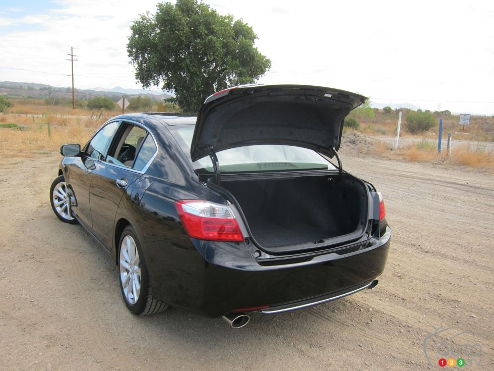 2013 honda accord picture on for Honda accord cargo space
