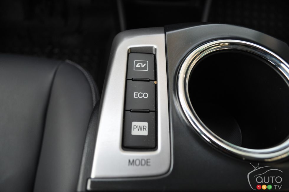 2016 Toyota Prius V driving mode controls