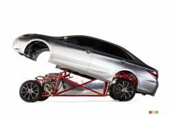 Toyota a surpris tout le monde au SEMA en dévoilant une Camry « Sleeper » de plus de 850 chevaux. Dans le langage des courses d'accélération, une « sleeper » est une voiture à l'apparence somme toute banale mais qui en met plein la vue sur la ligne de départ. Il n'a fallu que 11 semaines aux designers pour concevoir cette voiture.