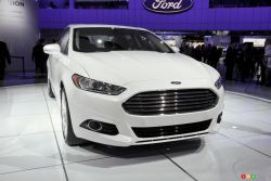 The Fusion has been a huge hit for Ford since its arrival in 2006 in Canada. The new Fusion Hybrid has a far more dynamic and fluid appeal. It will be motivated by a 2.0L 4-cylinder engine and electric motor that combine for a total of 185 hp and 130 lb-ft of torque.