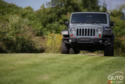 Le Jeep Wrangler est le Frigidaire ou le Kleenex du monde des 4x4 tout-terrain : plusieurs personnes appellent les utilitaires sport des Jeep et c'est bien correct. Le Wrangler incarne le Jeep original et figure sans contredit parmi les véhicules les plus faciles à reconnaître de l'histoire. On le vénère à la grandeur de la planète pour ses capacités hors route et toute la robustesse qu'il affiche.